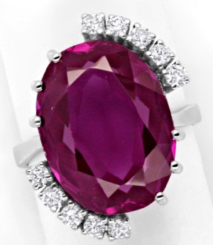 Astrologers do not have a common opinion to which of the zodiac signs Alexandrite is most suitable